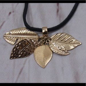 Jewelry - 2 in 1 boho leaves necklace